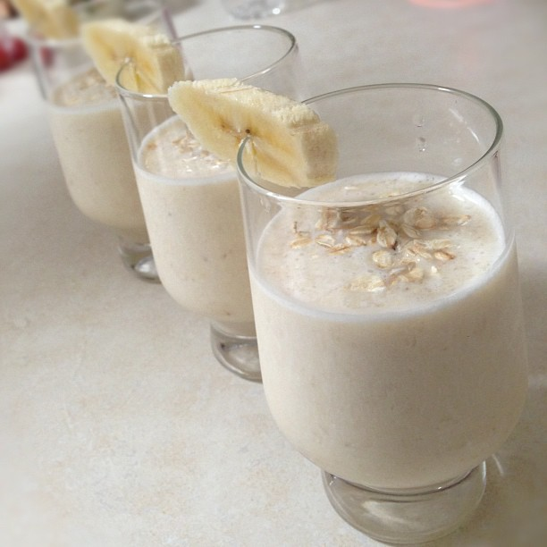 Breakfast is served - energizing banana, oats, honey breakfast smoothie